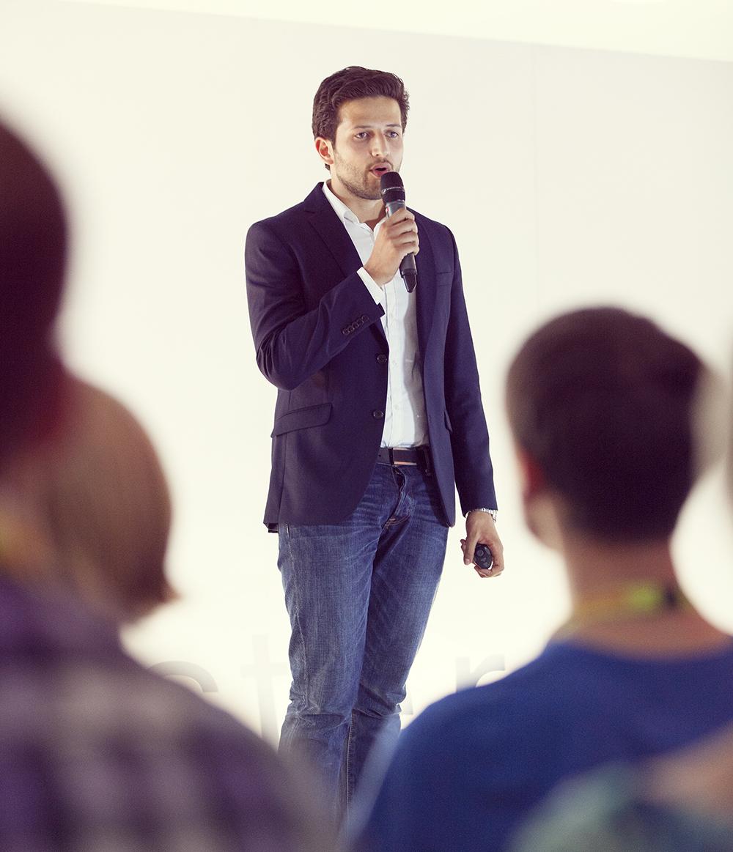 """""""Wir werden diesen Dämon bekämpfen, und wir werden ihn los."""" Wassim Zoghlami bei seinem Vortrag auf der TEDx Münster."""